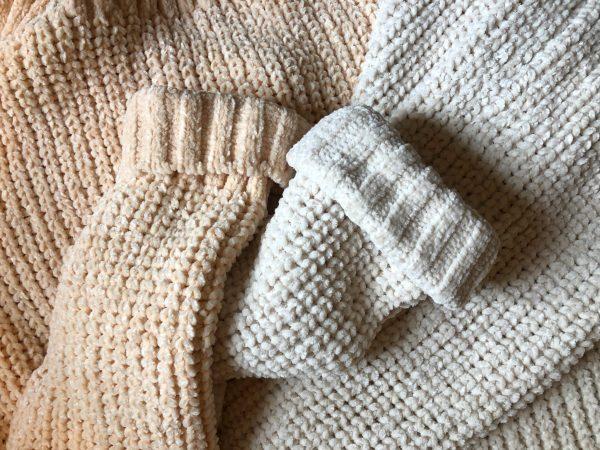 Huňatý sveter krém