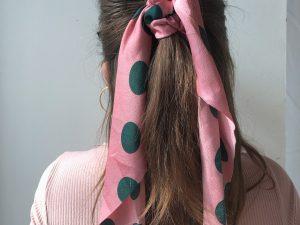 Šatka s guličkami Pink